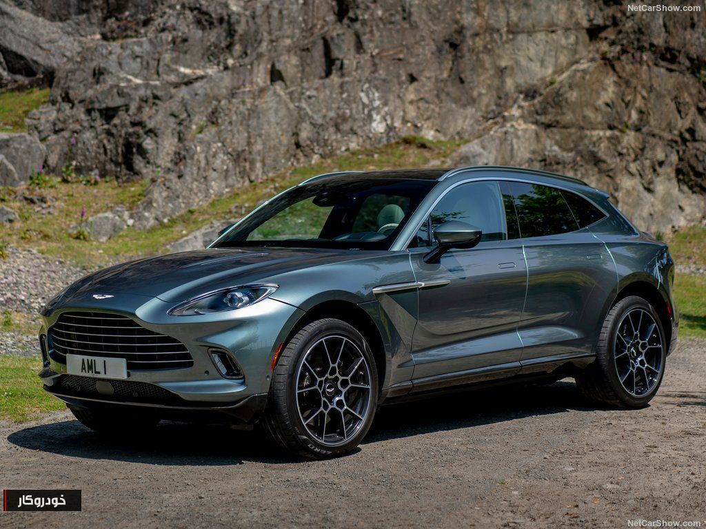 Aston Martin DBX Stirling Green 2021